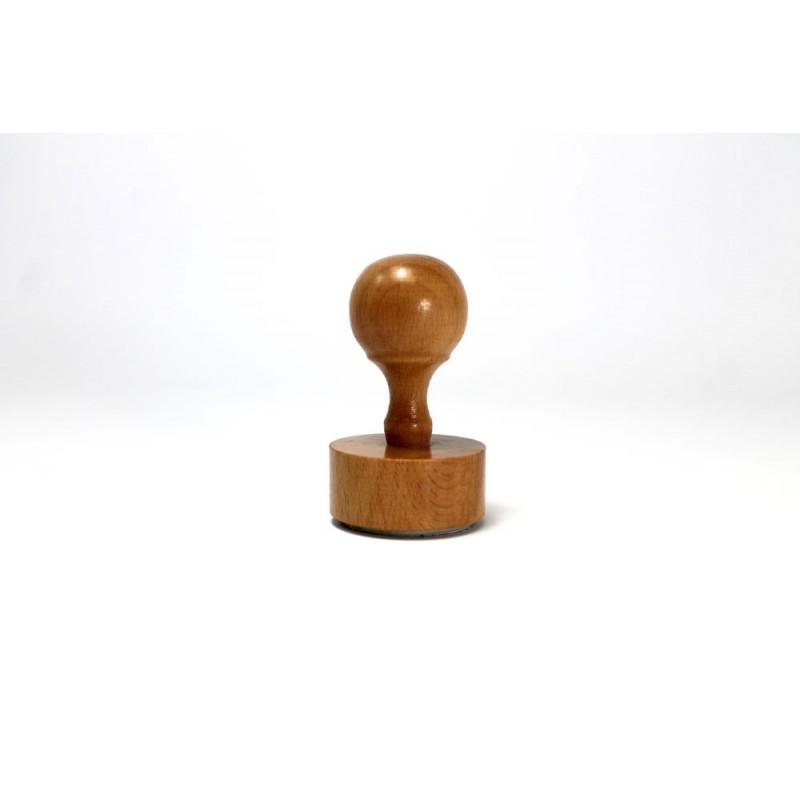 Pečat sa drvenom drškom manji (do 10 cm2)